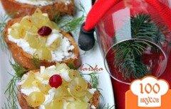 Фото рецепта: «Кростини с козьим сыром и виноградной сальсой»
