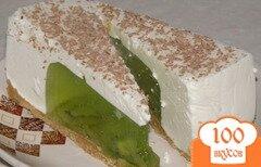 Фото рецепта: «Желейный торт с киви и сметаной»