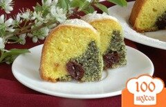 Фото рецепта: «Нежный кекс с маком и вишнями»