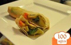 Фото рецепта: «Яичные роллы с манго, авокадо и морковью»