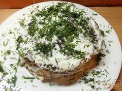 «Печеночный торт со сметаной и чесноком» - приготовления блюда - шаг 9