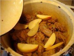 «Томленая свинина с имбирем и яблоками!» - приготовления блюда - шаг 4