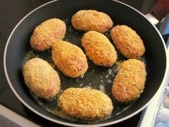 «Котлеты с сырной начинкой.» - приготовления блюда - шаг 7