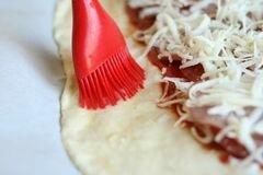 «Стромболи (пицца-рулет)» - приготовления блюда - шаг 5