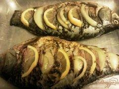 «Караси с лимоном и луком» - приготовления блюда - шаг 3