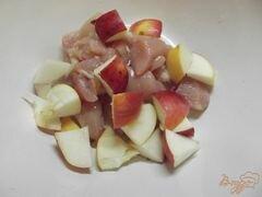 «Куриное филе в рукаве с яблоками» - приготовления блюда - шаг 3