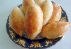 «Пирожки из бездрожжевого теста на кефире с начинкой из зелёного лука и яиц» - приготовления блюда - шаг 6