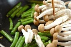 «Сливочный салат из фасоли с грибами» - приготовления блюда - шаг 2