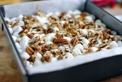 «Брауни с ореховым маслом, зефиром и шоколадными чипсами» - приготовления блюда - шаг 12