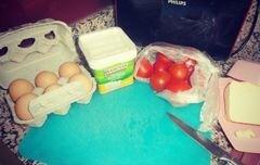 «Омлет с белым турецким классическим сыром и помидорами» - приготовления блюда - шаг 1