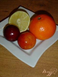«Горячий напиток из слив,мандарина и лимона.» - приготовления блюда - шаг 1