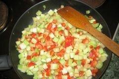 «Паста с кабачками,перцем, помидорами» - приготовления блюда - шаг 3
