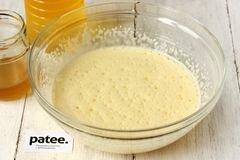 «Медовый пирог с орехами и яблоками» - приготовления блюда - шаг 3
