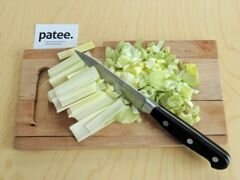 «Красный борщ с фасолью и савойской капустой» - приготовления блюда - шаг 4