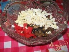 """«Салат из помидор и салями """"Охотничий""""» - приготовления блюда - шаг 2"""