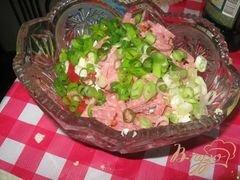 """«Салат из помидор и салями """"Охотничий""""» - приготовления блюда - шаг 3"""