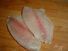 «Рыба, запеченная с чесноком и луком» - приготовления блюда - шаг 1