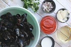 «Мидии в соусе Фра-Дьяволо» - приготовления блюда - шаг 1