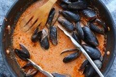 «Мидии в соусе Фра-Дьяволо» - приготовления блюда - шаг 6