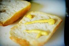 «Горячие бутерброды с тунцом, помидорами и козьим сыром» - приготовления блюда - шаг 5
