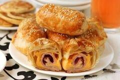 «Пирожки из слоёного теста с ветчиной и сыром» - приготовления блюда - шаг 12