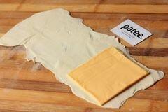 «Пирожки из слоёного теста с ветчиной и сыром» - приготовления блюда - шаг 3