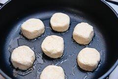 «Сырники с манкой» - приготовления блюда - шаг 4