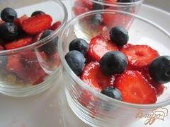 «Десерт с ягодами и йогуртом» - приготовления блюда - шаг 4