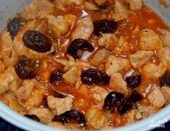 «Мясо с черносливом в мультиварке» - приготовления блюда - шаг 6