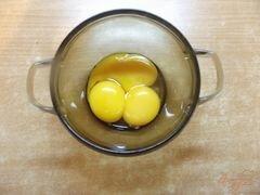 «Простая шарлотка с грецкими орехами» - приготовления блюда - шаг 1