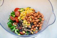 «Салат с фасолью, сладкой кукурузой и грибами» - приготовления блюда - шаг 3
