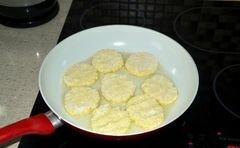 «Простые сырники» - приготовления блюда - шаг 5