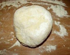«Пицца на французский манер из говядины и соленых огурцов» - приготовления блюда - шаг 3
