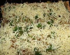 «Пицца на французский манер из говядины и соленых огурцов» - приготовления блюда - шаг 9