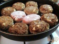 «Тефтели с гречкой и варёным яйцом в томатном соусе.» - приготовления блюда - шаг 4