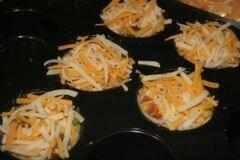 «Кексы с беконом и помидорами» - приготовления блюда - шаг 10