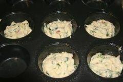 «Кексы с беконом и помидорами» - приготовления блюда - шаг 5