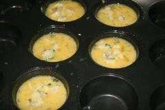 «Кексы с беконом и помидорами» - приготовления блюда - шаг 7