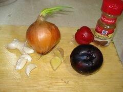 «Лосось, тушеный в соусе из куркумы с кусочками сливы» - приготовления блюда - шаг 2