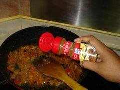 «Лосось, тушеный в соусе из куркумы с кусочками сливы» - приготовления блюда - шаг 7