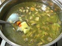 «Куриный суп с зеленым горошком и грибами» - приготовления блюда - шаг 3