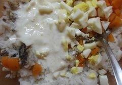 «Рыбный салат с рисом» - приготовления блюда - шаг 6