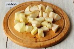 «Куриные рулетики с яблоками и изюмом» - приготовления блюда - шаг 3