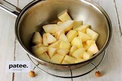 «Куриные рулетики с яблоками и изюмом» - приготовления блюда - шаг 4