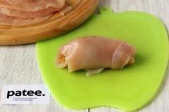 «Куриные рулетики с яблоками и изюмом» - приготовления блюда - шаг 8