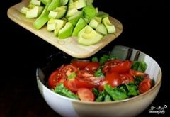 «Зеленый салат с помидорами и авокадо» - приготовления блюда - шаг 9