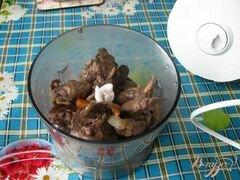 «Пирожки с паштетом из куриной печени и сердечек» - приготовления блюда - шаг 5