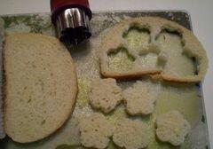 «Печеночная закуска на хлебных цветочках» - приготовления блюда - шаг 4