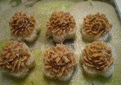 «Печеночная закуска на хлебных цветочках» - приготовления блюда - шаг 6