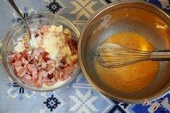 «Закусочный кекс с ветчиной, горчицей и сыром» - приготовления блюда - шаг 2